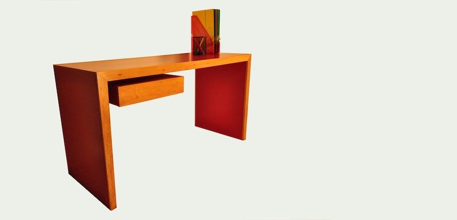 Red Writing Desk - Mano