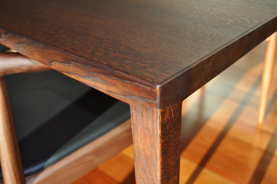 Oak Dining Table corner detailing