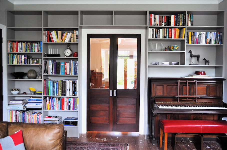 Mano_Furniture_Library_Shelving_with_piano